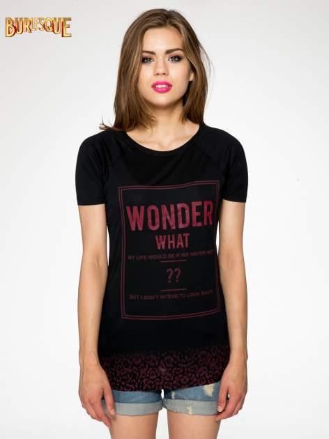 Czarny t-shirt z napisem WONDER WHAT?                                  zdj.                                  9