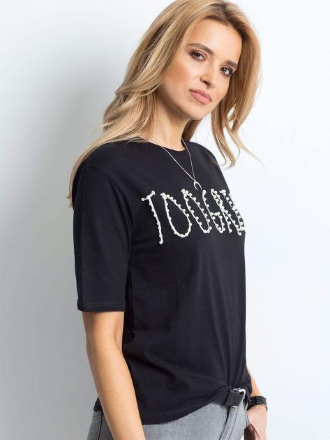 Czarny t-shirt z napisem z perełek                                  zdj.                                  3