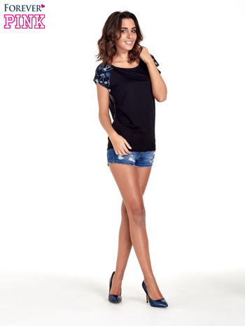 Czarny t-shirt z rękawkami w motyw etno                                  zdj.                                  2