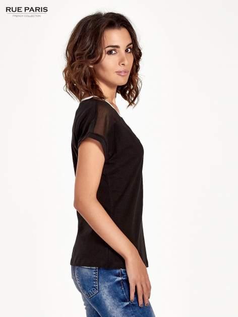 Czarny t-shirt z siateczkową górą i kontrastową lamówką                                  zdj.                                  3