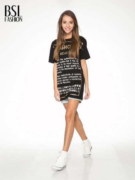 Czarny t-shirt z tekstowym nadrukiem i znakami chińskimi                                  zdj.                                  5