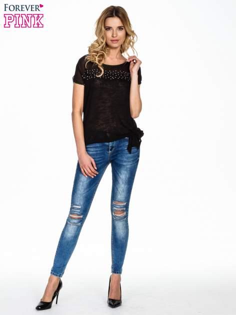 Czarny t-shirt z wiązaniem z boku                                  zdj.                                  2