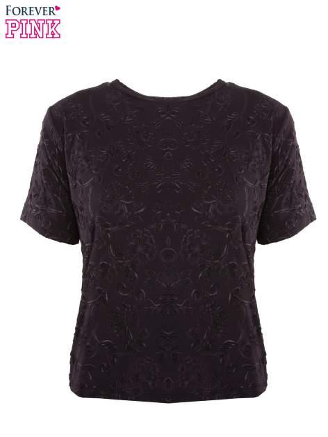 Czarny t-shirt z wytłaczanym kwiatowym ornamentem                                  zdj.                                  4