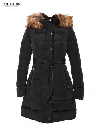 Czarny taliowany płaszcz puchowy z kapturem z futerkiem                                  zdj.                                  6