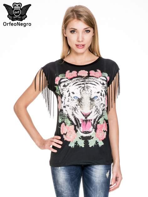 Czarny top z nadrukiem tygrysa i łańcuszkami