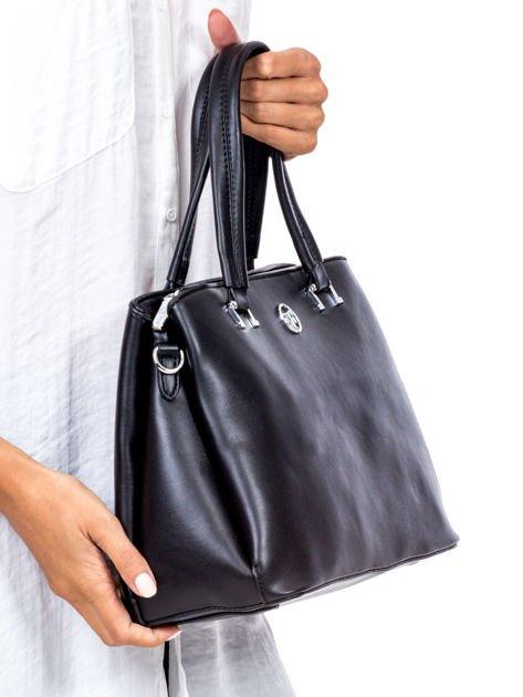 Czarny trapezowa torebka kuferek do ręki                              zdj.                              4