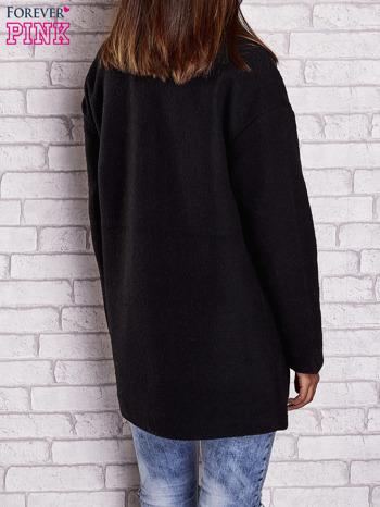 Czarny wełniany płaszcz z kieszeniami i kołnierzem                              zdj.                              3