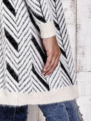 Czarny włochaty sweter z kapturem                                  zdj.                                  8