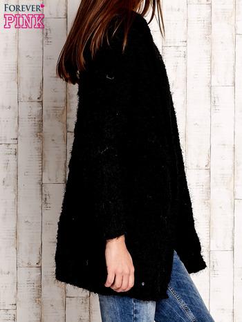 Czarny włochaty sweter z kapturem                              zdj.                              3