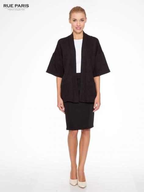 Czarny żakiet kimono o fakturze w geometryczne wzory                                  zdj.                                  2