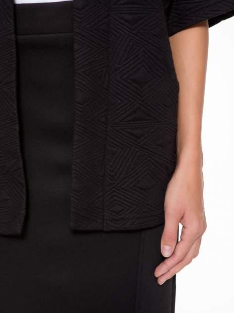 Czarny żakiet kimono o fakturze w geometryczne wzory                                  zdj.                                  6