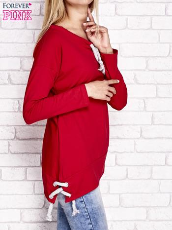 Czerwona asymetryczna bluza z troczkami                                  zdj.                                  3