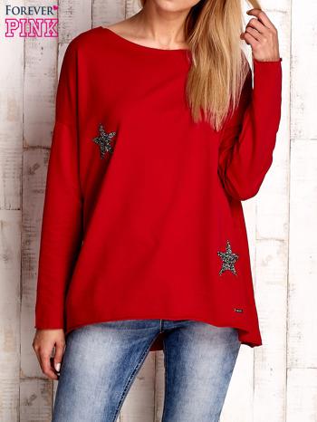 Czerwona bluza z błyszczącymi gwiazdkami                                  zdj.                                  1