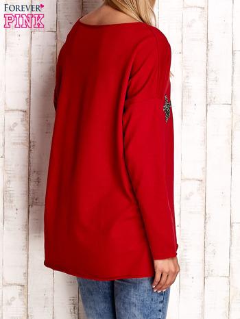 Czerwona bluza z błyszczącymi gwiazdkami                                  zdj.                                  4