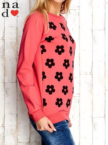 Czerwona bluza z nadrukiem kwiatów                                  zdj.                                  3