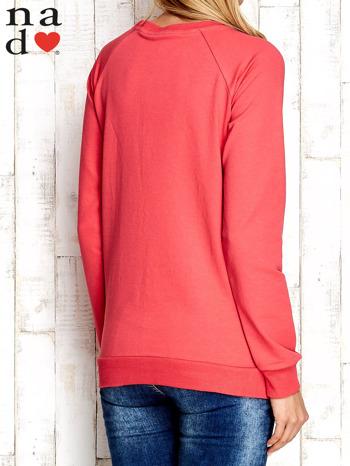 Czerwona bluza z nadrukiem kwiatów                                  zdj.                                  4