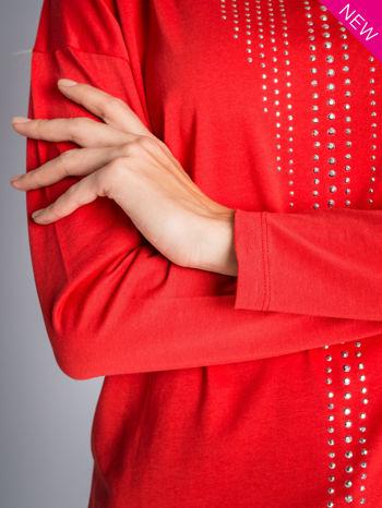 Czerwona bluzka z aplikacją z dżetów z przodu                                  zdj.                                  4