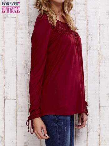 Czerwona bluzka z koronkowym dekoltem                                  zdj.                                  3