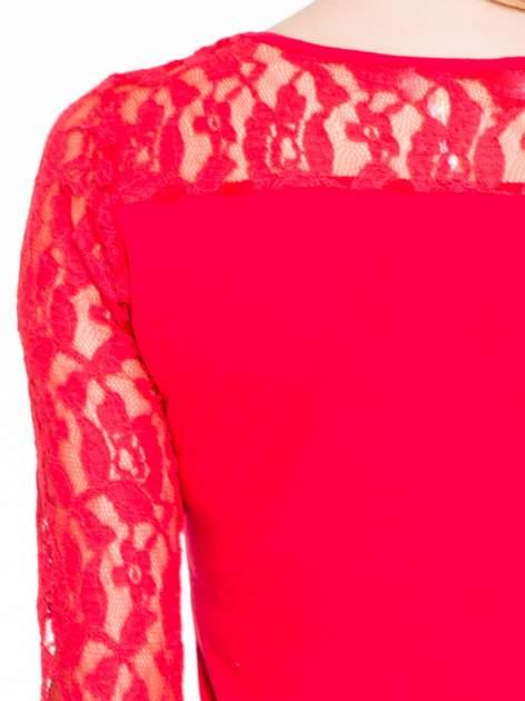 Czerwona bluzka z koronkowymi rękawami                                  zdj.                                  7