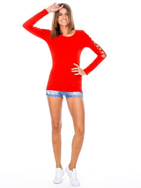 Czerwona bluzka z ozdobną plecionką na rękawach                              zdj.                              4