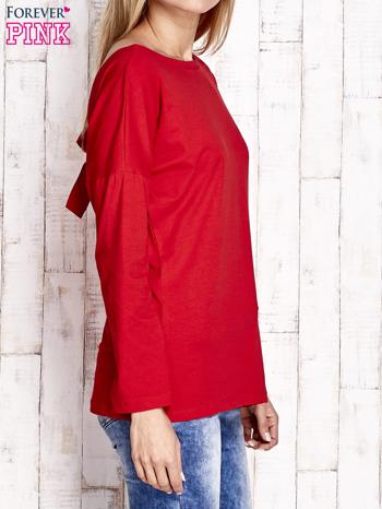 Czerwona bluzka z wycięciem na plecach i kokardą                              zdj.                              3