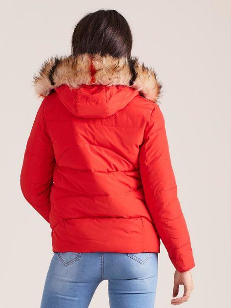Czerwona damska kurtka z kapturem                              zdj.                              3