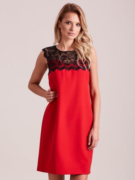 Czerwona elegancka sukienka z koronką                              zdj.                              1
