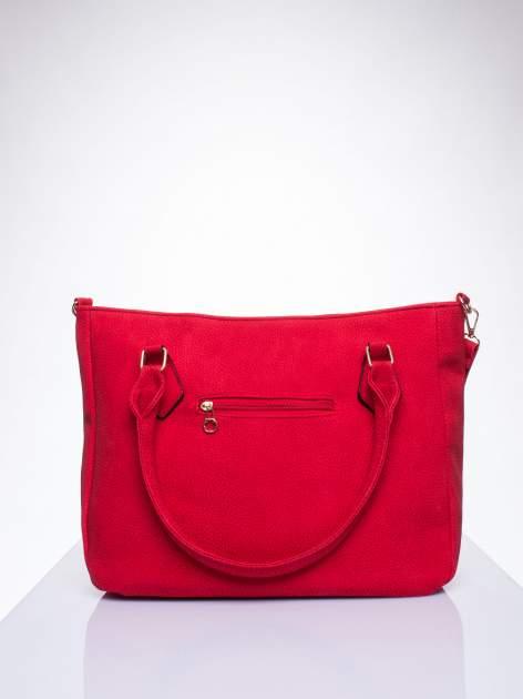 Czerwona fakturowana torba miejska z odpinanym paskiem                                  zdj.                                  3