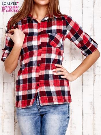 Czerwona koszula w kratkę z podwijanymi rękawami                                  zdj.                                  1