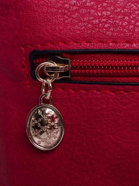 Czerwona listonoszka z odpinanym paskiem                                  zdj.                                  4