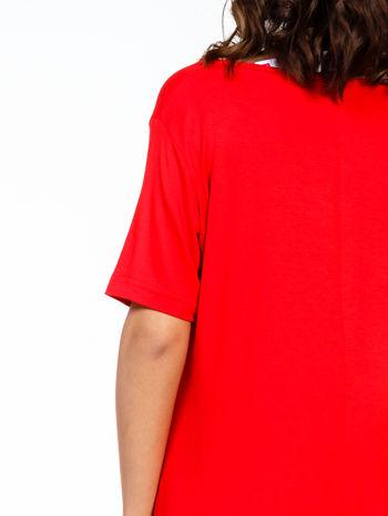 Czerwona luźna sukienka z asymetrycznym dołem                                  zdj.                                  7