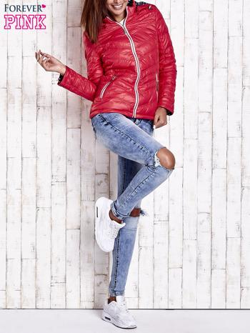 Czerwona pikowana kurtka z wykończeniem w groszki                                  zdj.                                  10