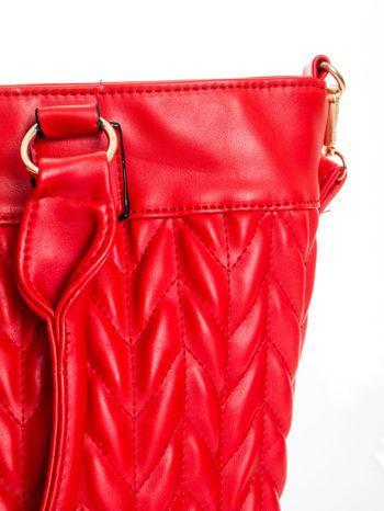 Czerwona pikowana torba na ramię                                  zdj.                                  9