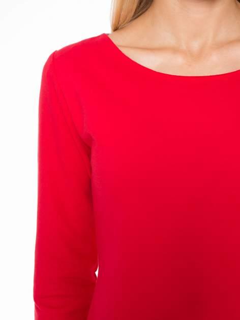 Czerwona prosta sukienka z surowym wykończeniem i kieszeniami                                  zdj.                                  5