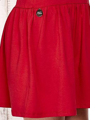 Czerwona sukienka dresowa z kokardą z tiulu                                  zdj.                                  4