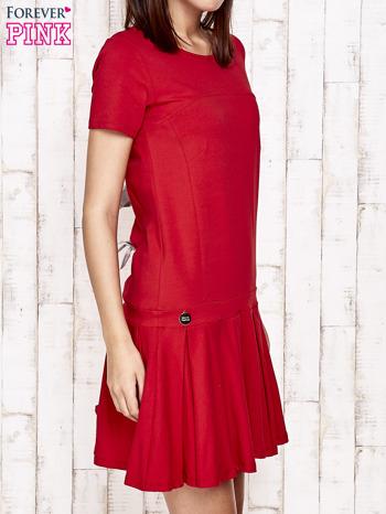Czerwona sukienka dresowa z kokardami z tyłu                                  zdj.                                  3