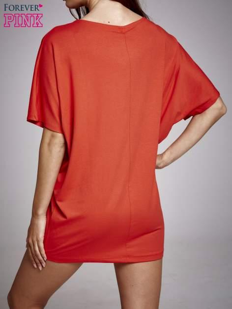 Czerwona sukienka dresowa z napisem DEFEND PARIS                                  zdj.                                  2