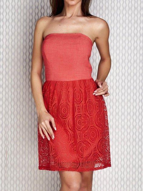 Czerwona sukienka koktajlowa z ażurowym dołem                              zdj.                              1
