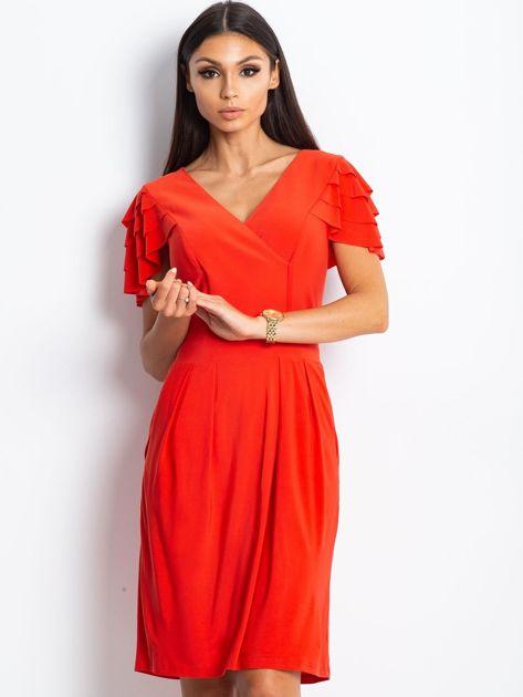 Czerwona sukienka koktajlowa z falbankami na rękawach                              zdj.                              1