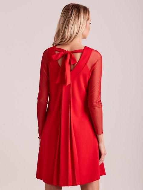Czerwona sukienka o luźnym kroju                              zdj.                              2