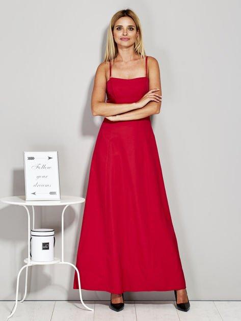 Czerwona sukienka wieczorowa z drapowaniem                              zdj.                              4