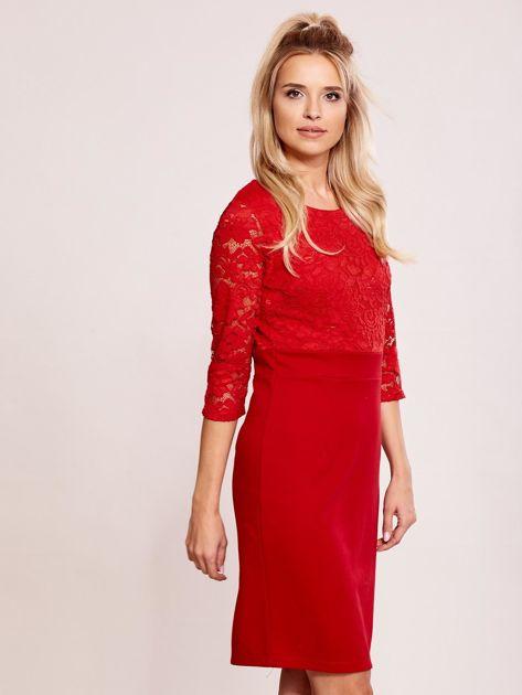 Czerwona sukienka z koronkową górą                               zdj.                              3