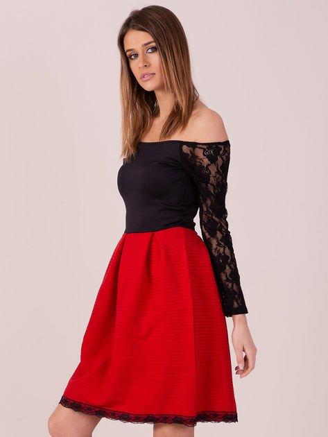Czerwona sukienka z koronkowymi rękawami                                  zdj.                                  3