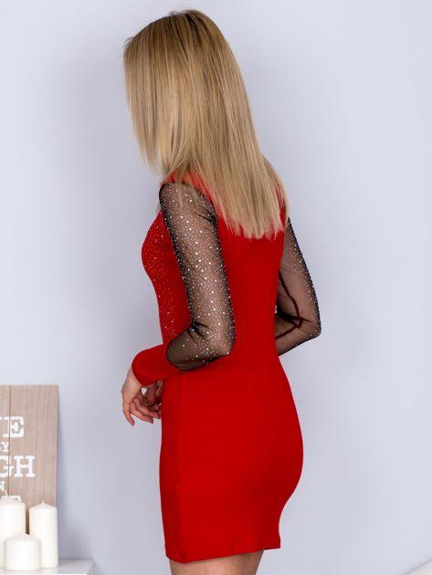 Czerwona sukienka z siateczkowym dekoltem i dżetami                                  zdj.                                  5