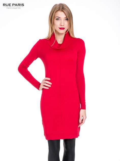 Czerwona swetrowa sukienka z golfem