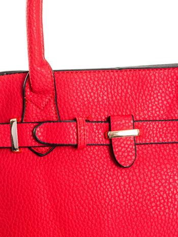 Czerwona torba z klamrami z odpinanym paskiem                                  zdj.                                  7