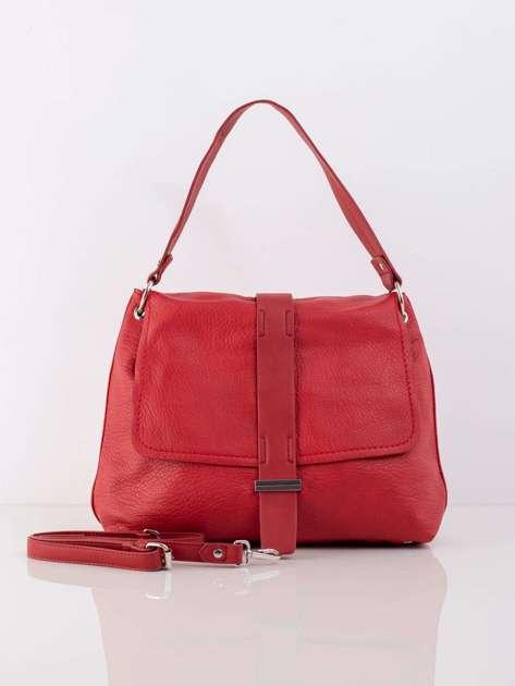 Czerwona torba z klapką