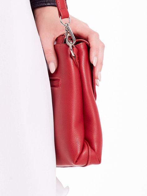 Czerwona torebka damska z klapką                              zdj.                              3