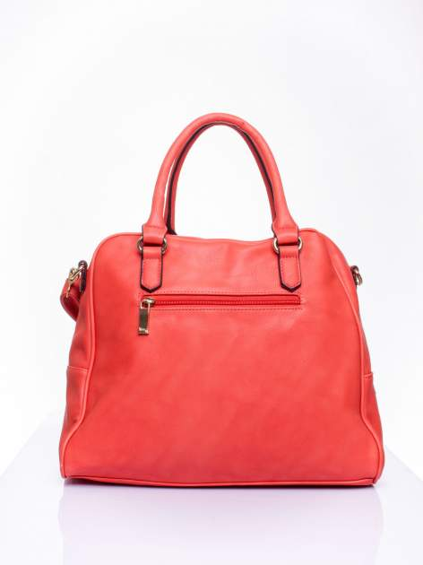Czerwona torebka miękki kuferek z ćwiekami                                  zdj.                                  4