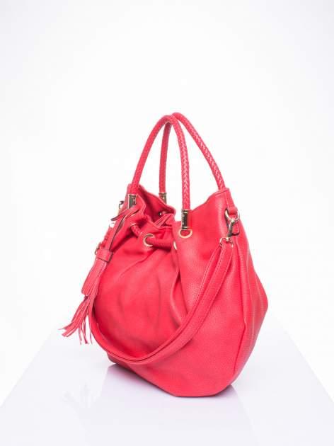 Czerwona torebka z plecionymi uchwytami i frędzlami                                  zdj.                                  2